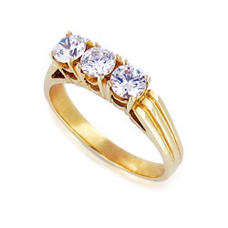 Stunning Ring 14k Yellow Gold with 3 Radiant Diamonds