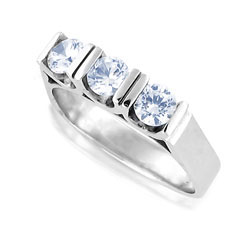 Striking Diamond 3-stone Platinum Ring